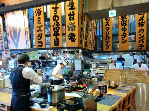 沖縄の美味しいランチ(^з^)