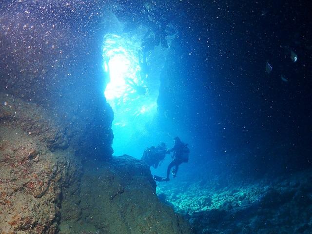 青の洞窟へ 恩納村ダイビング