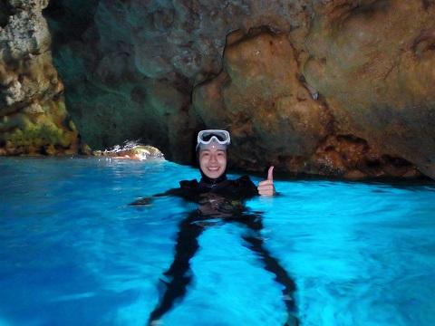 水面青の洞窟